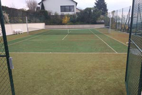 Komplette Tennisplatz Reinigung, Ostschweiz vorher