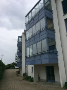 Komplette Aussenreinigung der Glas Balkone Altendorf