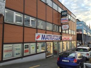 Fensterreinigung Geschäftshaus Pfäffikon